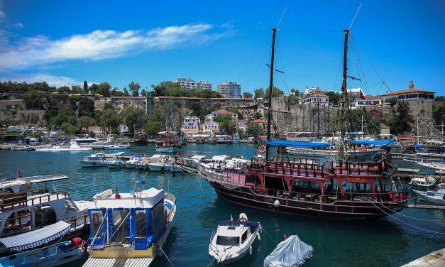 Turizmin ayrılmaz parçası, tur tekneleri
