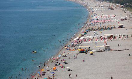 Antalya'ya 9 günde 3.1 milyon araç, 8 bin uçak