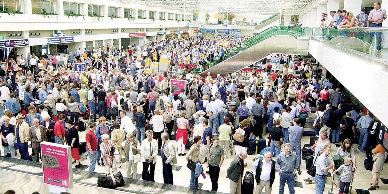 Antalya Havalimanı'na Saatte 18 Uçak İndi