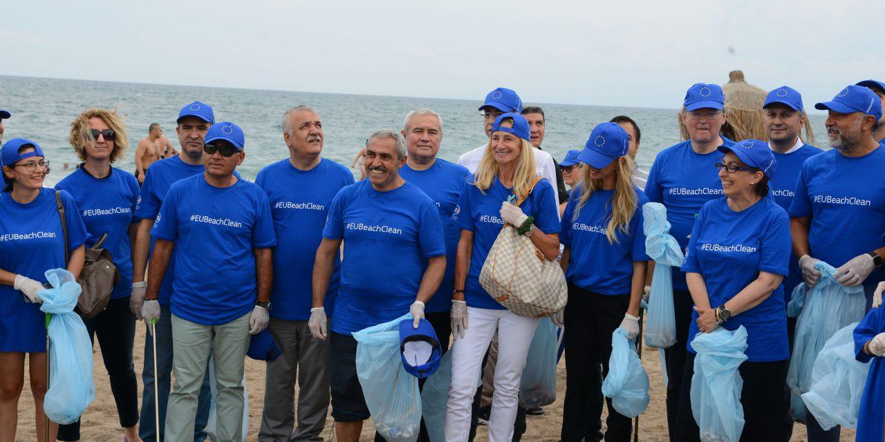 AB Küresel Plaj Temizleme Etkinliği Antalya Lara Plajında Yapıldı